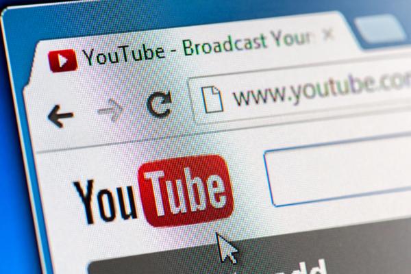 Top 3 des youtubeurs à suivre pour se coucher moins bête